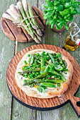 Asparagus pizza bianca with peas