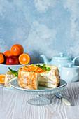 Pfannkuchentorte mit Quarkfüllung und Orangen