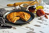Empanada de atun gallega - gefüllte Pastete aus Lateinamerika