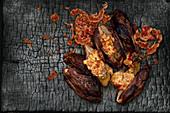 In der Glut gegrillter Chicorée mit knuspriger Pancetta