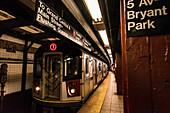 U-Bahn Linie Sieben, Haltestelle Bryant Park, New York City, USA