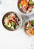 Banh Mi Bowl mit Schweinefleisch und Zitronengras
