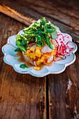 Mojito-Ceviche mit Cocktailtomaten und Radieschen