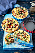Mini quiche with sausage, courgette and spinach