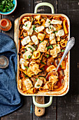 Pasta bake with veggies and halloumi cheese