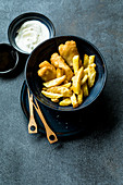 Fish and Chips mit Mayonnaise