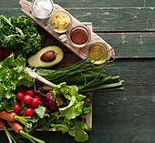 Zutaten für Gemüsesalat im Glas