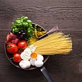 Ingredients for spaghetti pizza