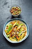 Gemüsesuppe mit Steckrüben und Tomatensalsa