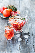 Blutorangen-Erdbeer-Limonade mit Thymian