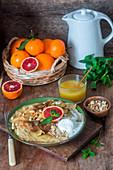 Crêpes mit Orangensauce und Vanilleeis