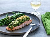Salmon fillet with pea crust and green beans
