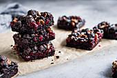 Glutenfreie Brownies mit Cranberries und Kakao-Nuss-Streuseln