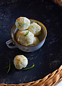 Coconut balls with lime