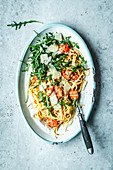 Spaghetti with shrimp, arugula and garlic butter
