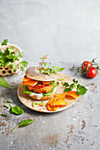 Kimchi bagel with sweet potato chips and tomatoes