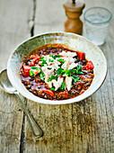 Mexikanische Hühnersuppe mit Tomaten