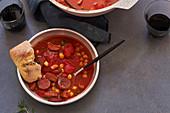 Tomatensuppe mit Kichererbsen und Chorizo