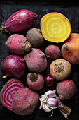 Raw oven vegetables (beets, red onions, garlic)