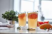 Grapefruitlimonade mit Thymian