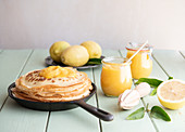 Pancakes with lemon curd (England)