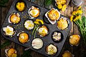 Löwenzahn-Muffins mit Gänseblümchen