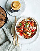 Hähnchen mit Austernsauce, Cashews, getrockneten Chilis und Reis (Asien)