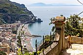 A viewing platform overlooking the 'Sentiero dei Limoni' high above Minori, Amalfi Coast, Italy