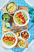 Hähnchen-Gemüse-Bowl mit Reis