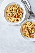 One Pot Pasta mit Zitrone, Thunfisch, Tomaten und Kapern