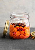 Carrot salad with pomegranate seeds to take away