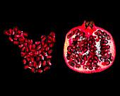 Halber Granatapfel und Granatapfelkerne auf schwarzem Hintergrund