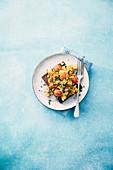Veganes Tofu-Rührei auf Vollkornbrot