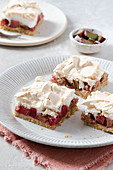 Rhubarb sheetcake with meringue
