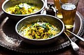 Dal mit Spinat, Kokosöl, Zucchini und Ingwer (Indien)