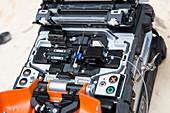 Fibre optic cable splicing machine