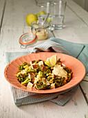 Wirsing-Gemüse mit Räuchertofu und pflanzlicher Zitronen-Mayonnailse