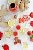 Erdbeer-Shot mit Ingwer und Zitrone