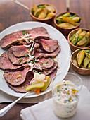 Roastbeef mit Pickles und Meerrettich