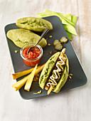 Pastinaken-Hotdogs mit Tomatensauce