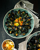 Moules in vegetable wine sauce
