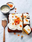 Halwa-Karotten-Kuchen mit Zitronenglasur