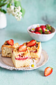 Yeast cake with strawberries and crumble