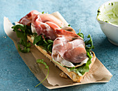 Ham sandwich with rucola