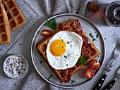 Buttermilk waffles with fried egg and maple syrup (USA)