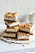 Coffee cheesecake crumble slices