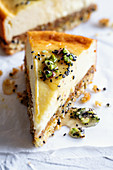Cheesecake with dried fruit and a sesame seed base