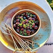 Marinierte Oliven mit Kräutern