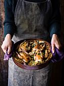 Gebratenes Rebhuhn mit Zimtbirnen und Gersten-Wurzelgemüse-Salat