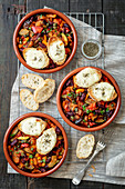 Vegetable stew with red kidney beans and toasts with mozzarella